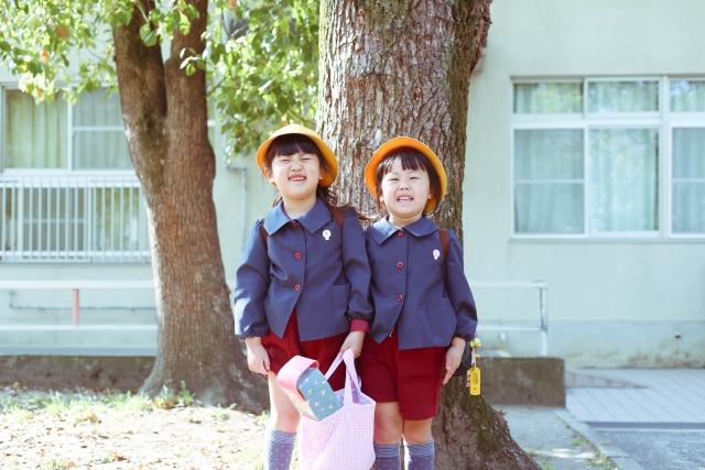 園服を着た子供の写真